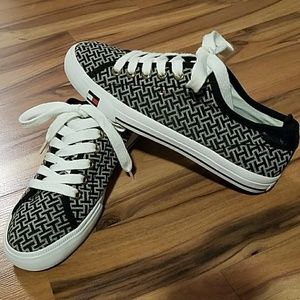 Tommy canvas signature print sneakers